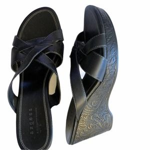 Axcess Black Embossed Wedges ~ Super Comfy! Size 9